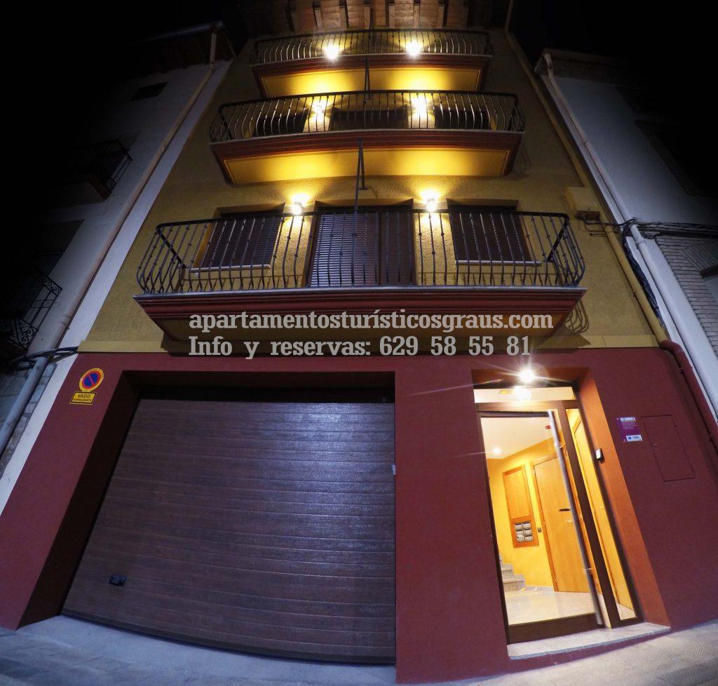 fachada de apartamentos turisticos graus